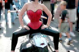 LadyJane auf der Harley